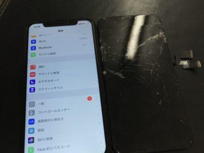 北九州市よりiPhoneXSの表示不良+タッチ不良