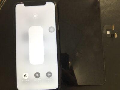 北九州市よりiPhoneXSの液晶不具合